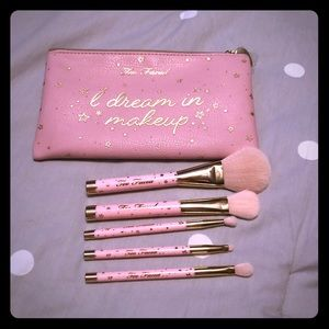 Too Faced 5 piece pink brush set